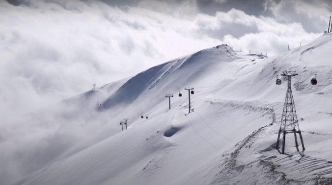 V horskej oblasti Iránu spadla séria lavín, našli niekoľko mŕtvych a pátrajú po nezvestných