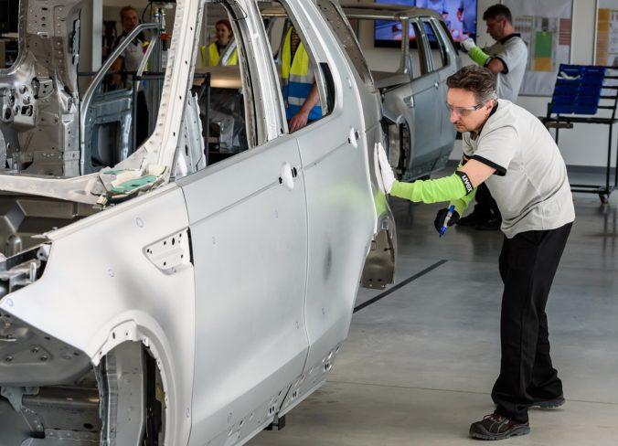 Výrobu automobilov na Slovensku výrazne poznačil koronavírus, produkcia sa prepadla až o 20 percent