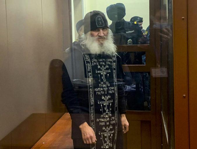 """V Rusku zatkli mnícha popierajúceho existenciu koronavírusu, Putina označil za """"zradcu vlasti"""""""