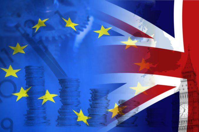 Pobrexitová obchodná dohoda medzi Britániou a EÚ začne platiť od silvestrovskej polnoci