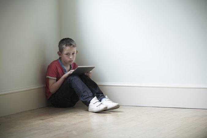 Počet zneužívania detí na internete sa počas pandémie výrazne zvýšil, psychológovia pomáhajú aj online