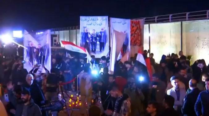 Tisíce Iračanov si v uliciach Bagdadu pripomenuli výročie zabitia iránskeho generála a vodcu milícií