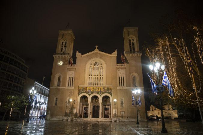 Grécka pravoslávna cirkev nechce zatvoriť kostoly, kňazov vyzýva na ignorovanie nariadení