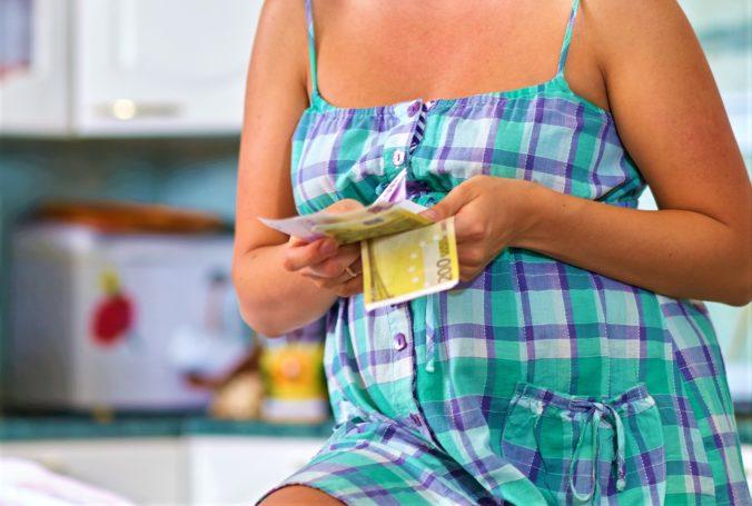 Tehotenská dávka nie je rovnaká pre všetky ženy, Patakyová znovu upozorňuje na rozdiely