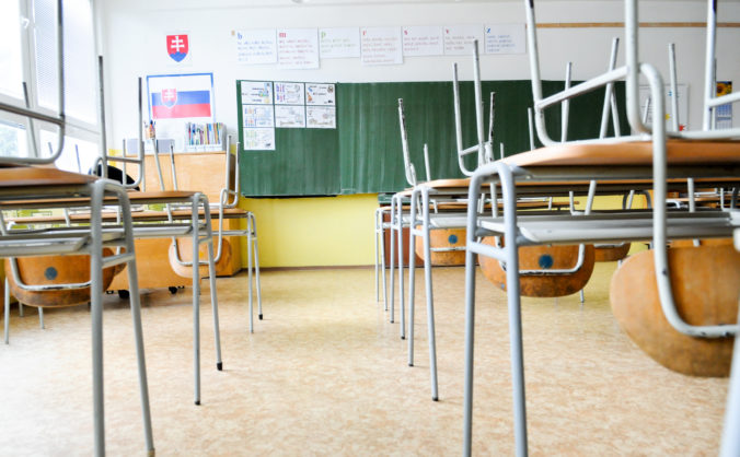Ak budú školy po 11. januári zatvorené, rodičom vznikne nárok na pandemické ošetrovné