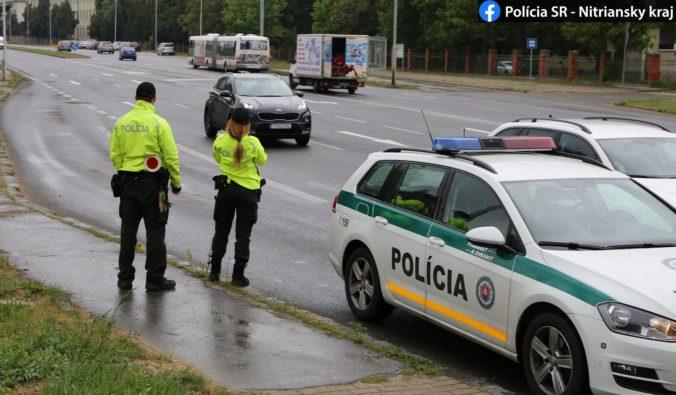 Dodržiavanie opatrení bude kontrolovať viac policajtov, zastaviť vás môžu aj na hraniciach okresov