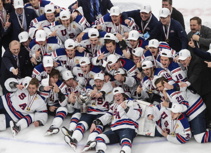 USA vyhrali MS v hokeji do 20 rokov, vo finále zdolali favorizovanú Kanadu (video)