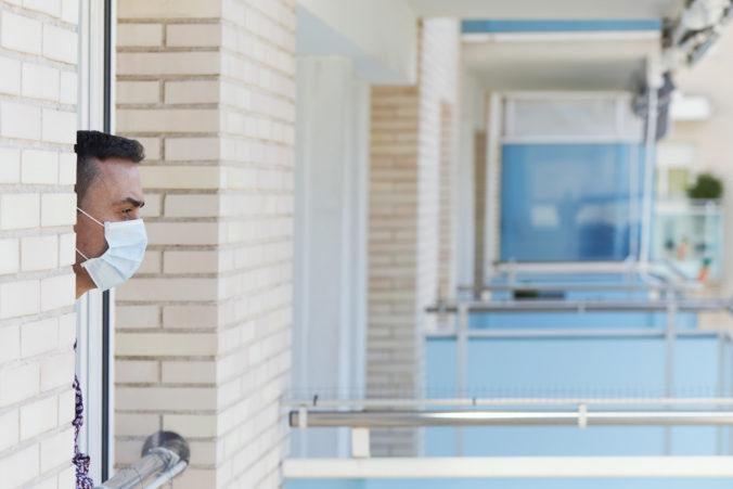 Ľuďom pracujúcim mimo miesta ich bydliska schválili hygienici výnimku na ubytovanie