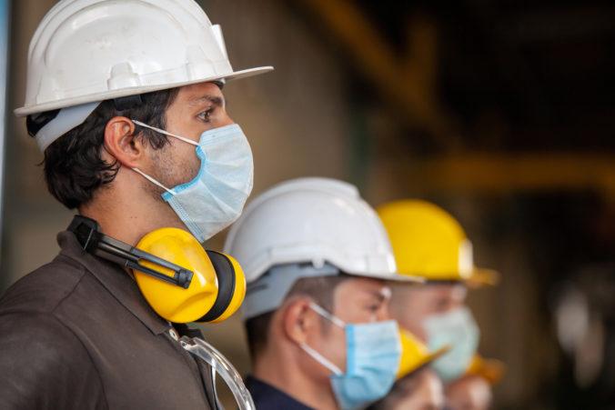 Zatváranie priemyselných podnikov by malo fatálne dôsledky pre ekonomiku aj zamestnancov, varujú zamestnávatelia