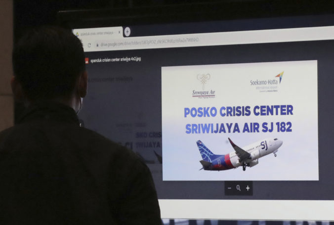 Boeing krátko po štarte stratil kontakt s dispečingom, na palube boli desiatky ľudí