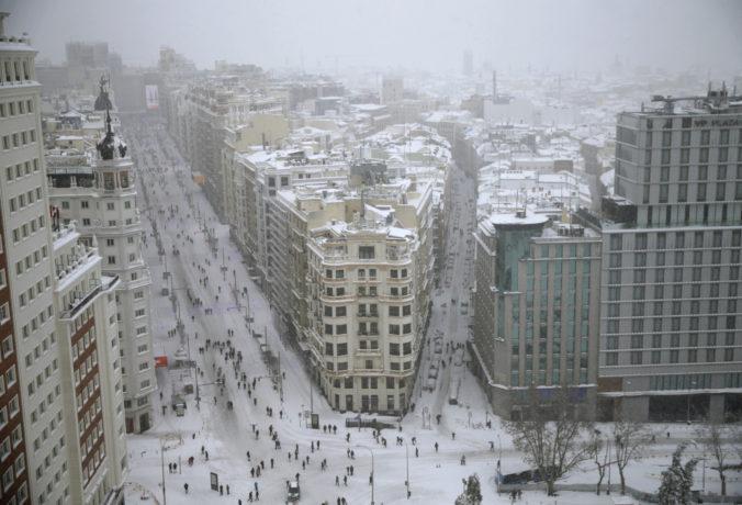 Španielsko ochromila neobvyklá snehová búrka Filomena, má už aj svoje prvé obete (foto)