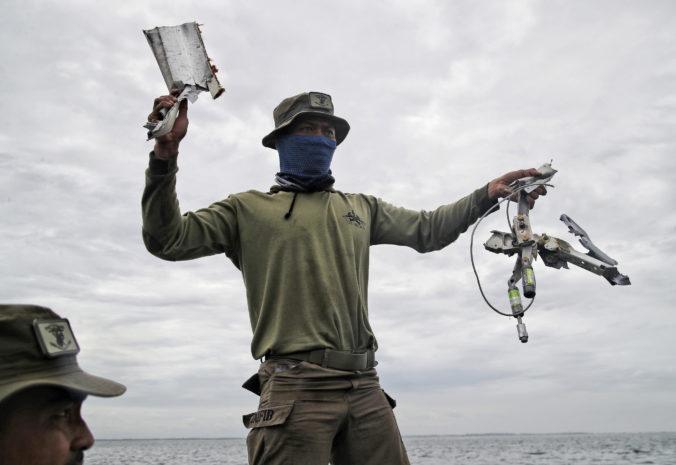 Trosky havarovaného lietadla našli v Jávskom mori, pád zrejme nikto neprežil (foto)