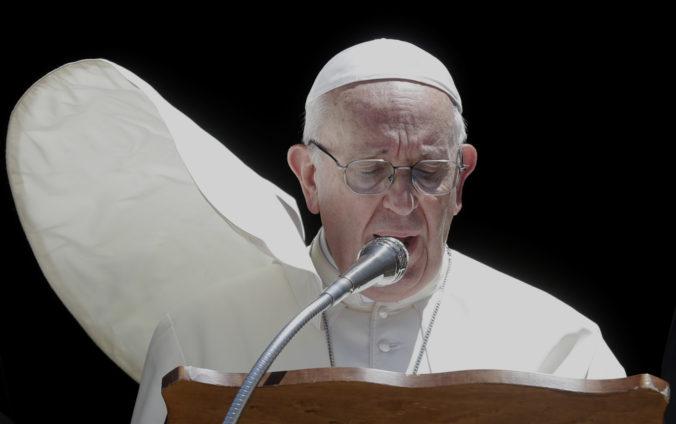 Zomrel osobný lekár pápeža Františka, mal COVID-19