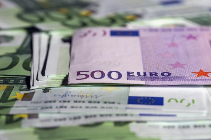 Sociálna poisťovňa plátala diery v príjmoch, na úhradu dôchodkov použila prebytky z iných fondov