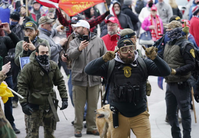 FBI varuje pred ďalšími ozbrojenými demonštráciami, inaugurácia Bidena bude bez verejnosti