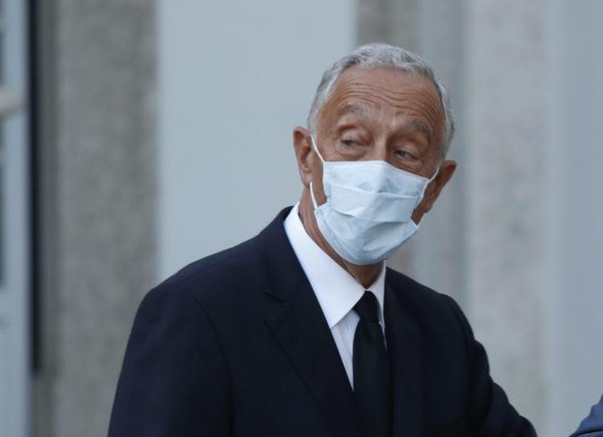 Portugalský prezident vstúpil do karantény, PCR test mu potvrdil koronavírus