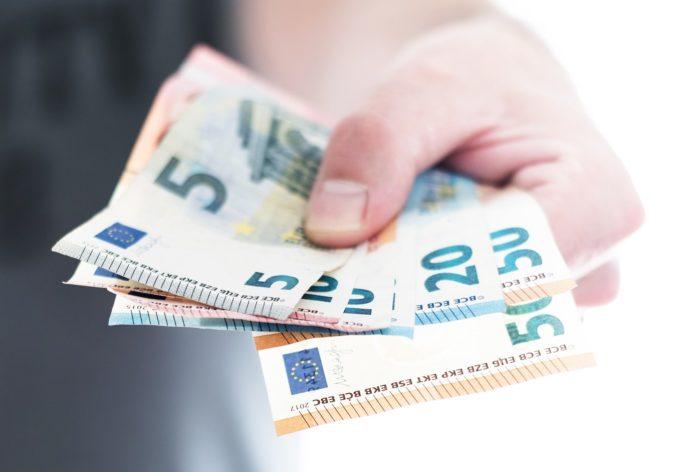 Ľudia s malým príjmom si zaslúžia nižšie odvody, INEKO má pre vládu niekoľko návrhov