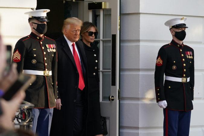 Trump aj s manželkou opustili Biely dom, Bidenovej inaugurácie sa nezúčastnia (video)