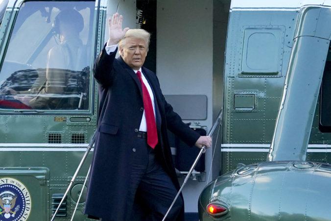 Trump porušil mnohé prezidentské tradície, no jednu dodržal. Bidenovi zanechal list