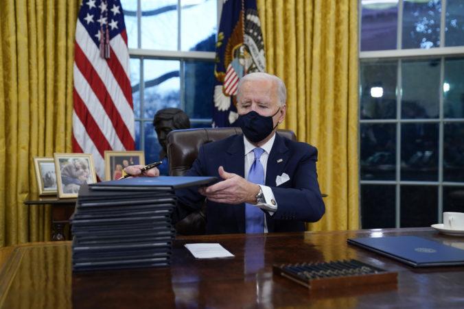 Biden začal s nápravou Trumpových chýb, podpísal prvé nariadenia a USA sa vrátia ku klimatickej dohode