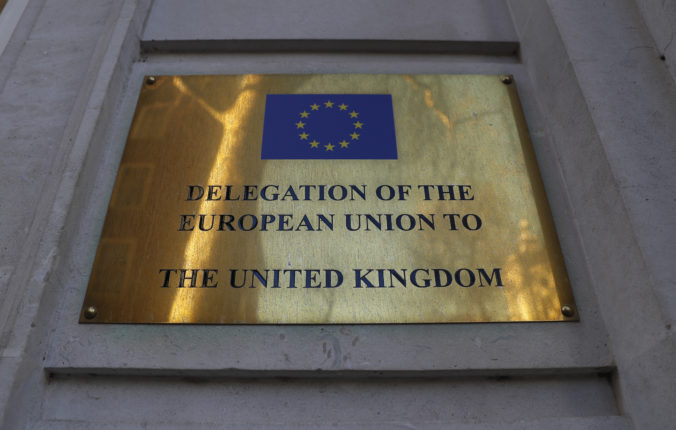 Európska únia žiada pre veľvyslanca plnohodnotný diplomatický štatút, Veľká Británia to odmieta