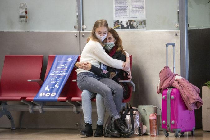 Izrael zatvoril hranice aj letiská pre osobnú dopravu, krajinu nemôžu opustiť ani cudzinci