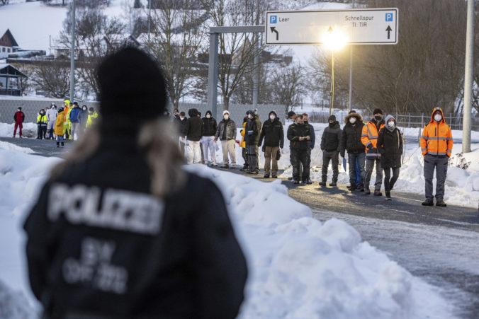 Nemecko označilo Česko za rizikové, na hraniciach sa tvoria rozsiahle kolóny a rady chodcov
