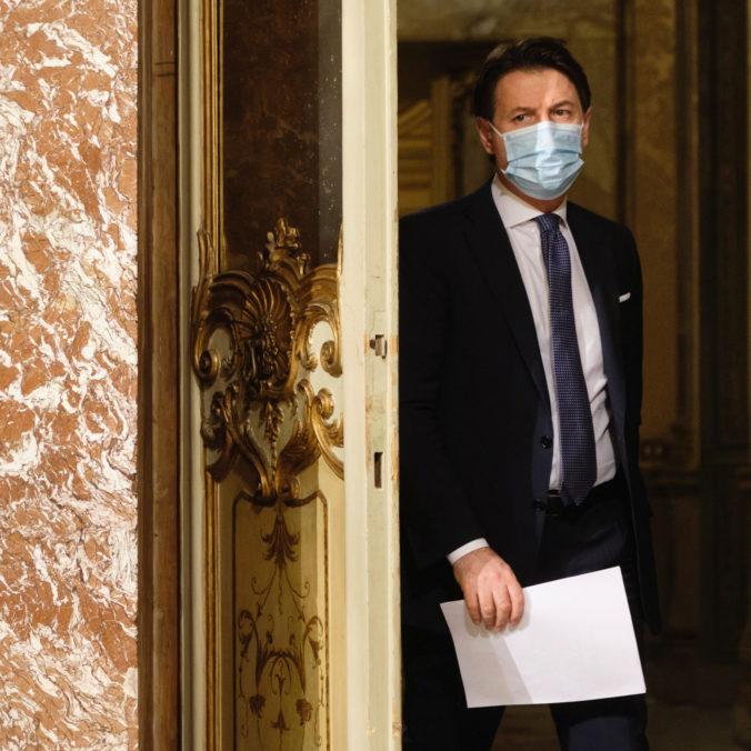 Taliansky premiér Giuseppe Conte podal demisiu, pokúsi sa však zostaviť tretiu vládu