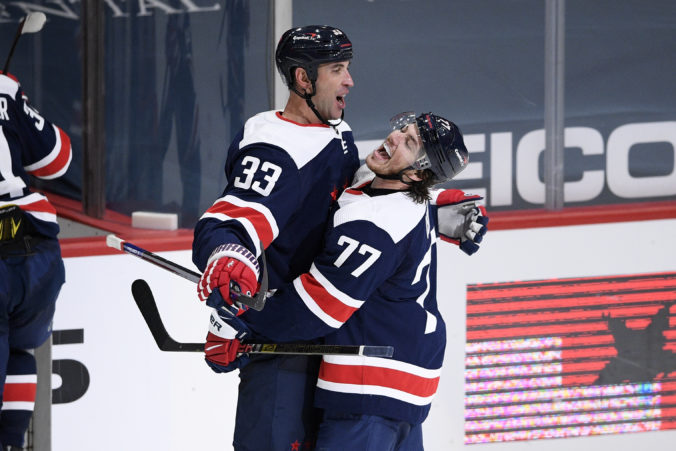 Chára nechtiac pomohol ku gólu Islanders, ale Washington zvíťazil. Úspešný bol aj Sekerov Dallas (video)