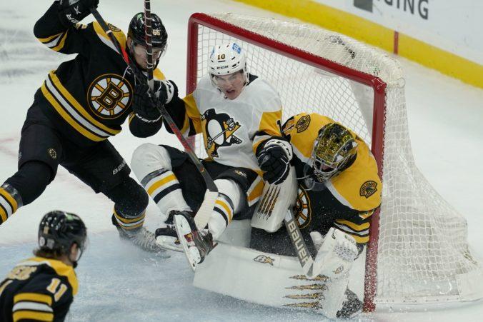 Brankár Halák vychytal triumf Bostonu, v NHL sa tešili aj Sekera a Tatar (video)
