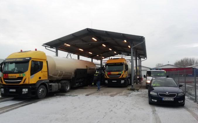 Finančná správa zaistila vyše milióna litrov nafty, firmy sú podozrivé z reťazového podvodu (foto)