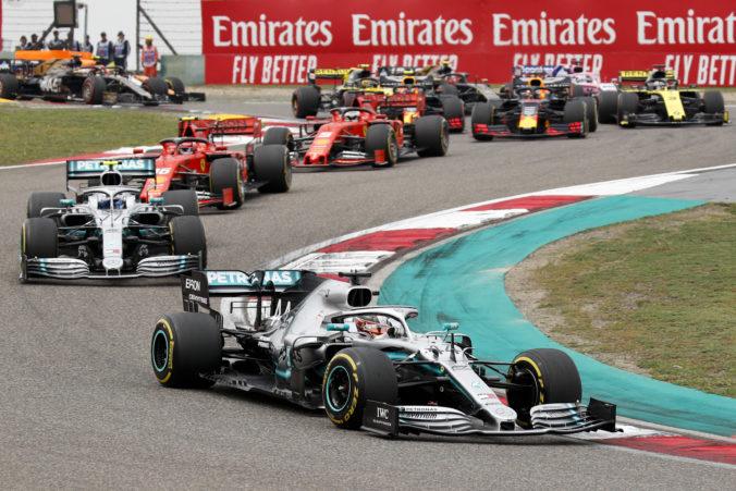 Pilotov F1 čakajú v novej sezóne zmeny, piatkové tréningy sa skrátia a posunú sa aj začiatky pretekov