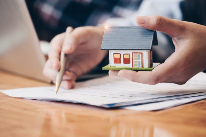 Kupujete byty a domy len ako investíciu do budúcna? Odborníci radia zvážiť niektoré riziká