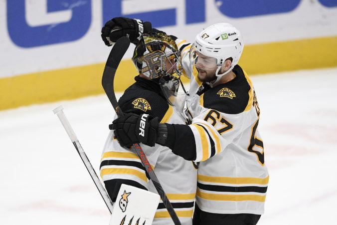 Chára prekonal Haláka, ale Boston nakoniec otočil duel z 0:3 na 5:3 (video)