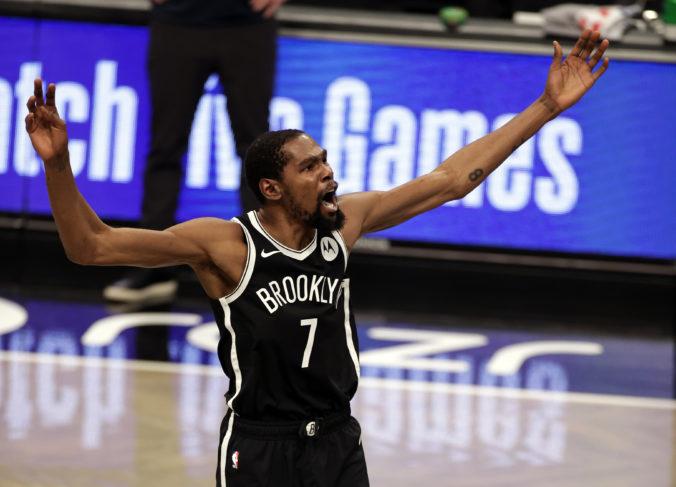 Hviezda NBA sa ocitla v absurdnej situácii, Duranta stiahli počas zápasu pre zdravotný protokol