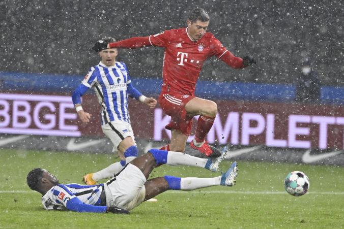 Kanonier Lewandowski po dvoch rokoch nepremenil pokutový kop, Bayern aj napriek tomu zvíťazil