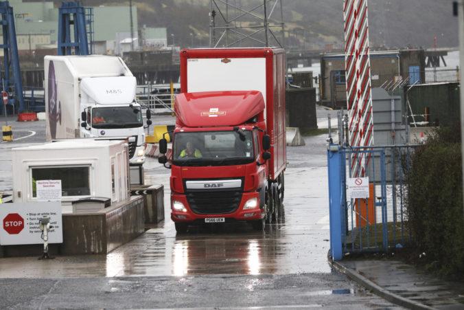 Export z Británie do Európskej únie výrazne klesol, nákladné autá sa z ostrovov vracajú prázdne