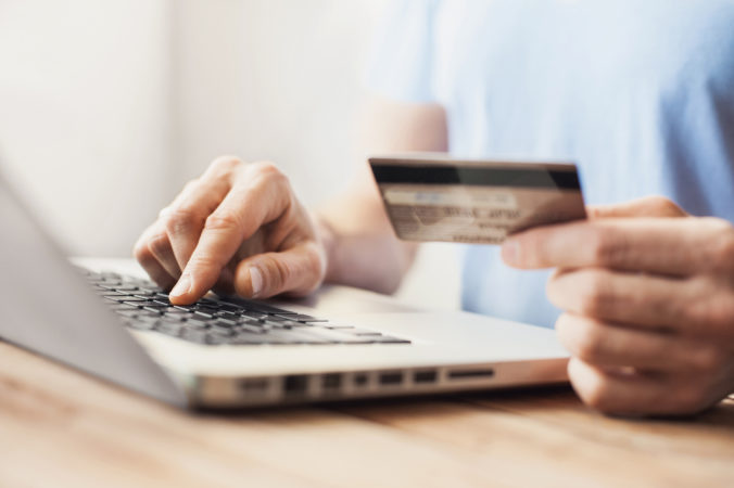 Pandémia zmenila nákupné zvyky Slovákov, na internete minuli 1,75 miliardy eur