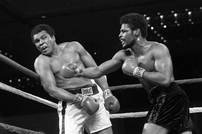 Zomrel boxer, ktorý ako neznámy zdolal Muhammada Aliho a potom mu stúpla sláva do hlavy
