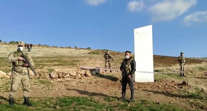 Záhadný monolit sa tentokrát objavil v Turecku, našli ho neďaleko kultúrneho dedičstva UNESCO (video)