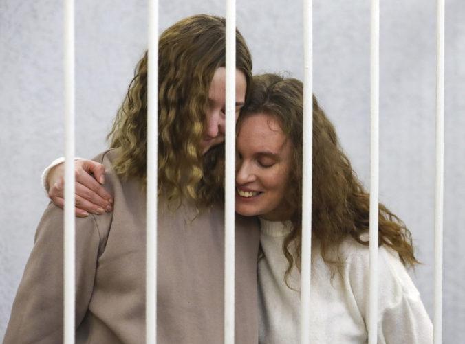 Proces s dvomi bieloruskými novinárkami sa začal, nakrúcali protesty