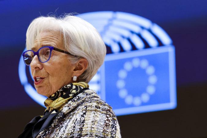 Šéfka ECB: Európske ekonomiky budú odkázané na fiškálnu pomoc najmenej do konca budúceho roka