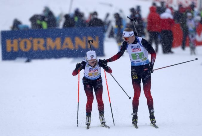 Úvod majstrovstiev sveta v biatlone patril Nórom, Slovákom preteky miešaných štafiet nevyšli