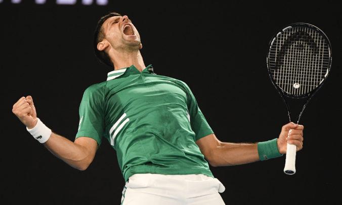Djokovič postúpil na Australian Open do osemfinále, súper ho však poriadne potrápil