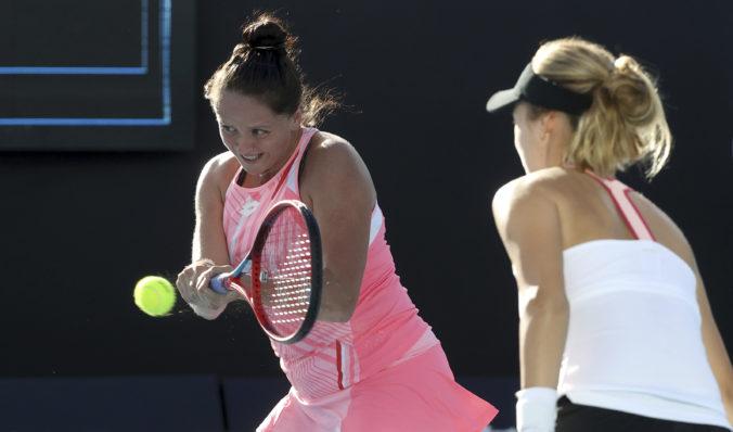 Kužmová s Kalinskou končia na Australian Open v osemfinále, na srbsko-talianske duo im nestačili sily