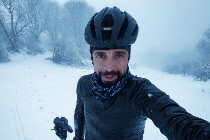 Na horskom bicykli z Káthmandú až pod Everest, Talian Omar di Felice sa vydal na extrémnu cestu