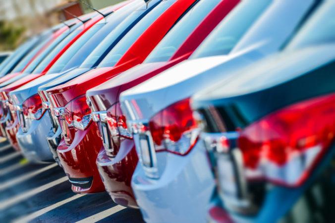 Predaj áut na Slovensku klesol v januári oproti predošlému roku o viac než polovicu