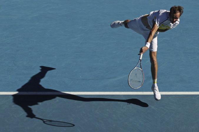 Medvedev vo štvrťfinále Australian Open zdolal Rubľova, ruské derby dohrával s kŕčom v stehne (video)