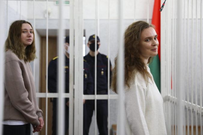 Bieloruské novinárky natáčali protesty proti Lukašenkovi, súd ich poslal na dva roky za mreže