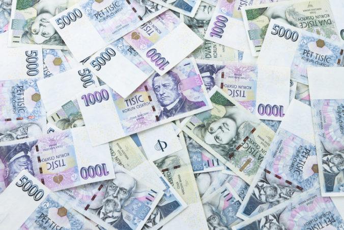 Českí poslanci schválili schodok rozpočtu 500 miliárd korún, navýšenie pomohli presadiť komunisti